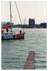 analog - EOS 300X / EF 40/2.8 - Kodak Ultramax 400 (tom-schulz) Tags: eos300x ef4028 ultramax400 kodak film 35mm analog rahmen stralsund thomasschulz hafen segelboot boote speicher wasser sund strelasund steg anlegestelle