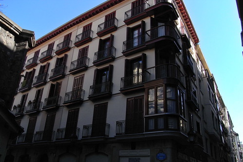 20100604 023 Jakobus Bilbao Hausfassaden Fenster Balkon