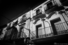 Facade2-BPN0359bw (Rob Blok / BLOK PHOTO) Tags: streetravel spain facade houses architecture nikon dx 1224mm blackwhite highcontrast blokphoto robblokphotography robblokfotografie