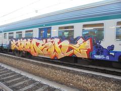 822 (en-ri) Tags: krash bandits 18 2018 viola rosso giallo train torino graffiti writing arrow