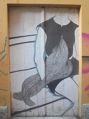 969 (en-ri) Tags: ragazza girl chioma hair nero grigio bianco bologna wall muro graffiti writing capelli