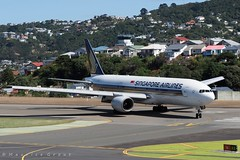 9V-SRQ (Maurice Grout) Tags: wellington newzealand northisland aircraft b777 singaporeairlines 9vsrq wellingtonairport
