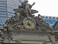 Grand Central Terminal, New York : clock and sculpture (Brit 70013 fan) Tags: grandcentralterminal grandcentralstation newyork usa clock tiffany glass sculpture gloryofcommerce hercules minerva mercury eagle julesfelixcoutan