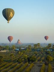Montgolfiere Bagan (Patrick Doreau) Tags: vol flight balloon montgolfière pagodes bagan myanmar birmanie aube survol pagoda voyage trip