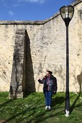 Autostop alençonnais (Tonton Gilles) Tags: alençon normandie remparts réverbère lampadaire autostop murailles contrefort ombres personnage paysage urbain mise en scène