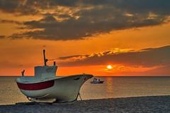 Puesta de sol (zapicaña) Tags: cabodegata cielo clouds almeria andalucia agua arena atardecer landscape paisaje playa parquenatural pesca sky spain sea sand sunset sur south sun red zapigata