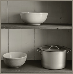 Empire Ranch #18 2019; Kitchen Shelves (hamsiksa) Tags: stilllife oldwest historicsites architecture vernacular 19thcentury ranchhouses 1875 kitchens empireranch arizona ranching bowls pot blackwhite foundstilllife