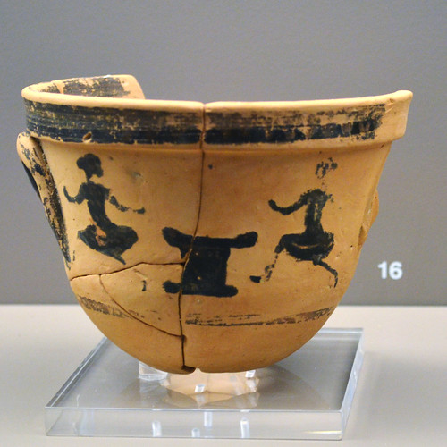 Black Figure krateriskos depicting girls racing or dancing during the Arkteia, 3