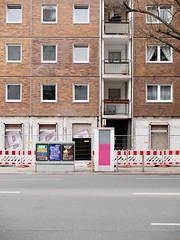 Der Block. / 29.03.2019 (ben.kaden) Tags: berlin berlinmitte torstrase plattenbau architekturderddr architektur industriellerwohnungsbau 2019 29032019