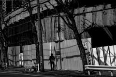 P3313625A Urban space (soyokazeojisan) Tags: japan kobe city street light people bw blackandwhite monochrome olympus em1markⅱ 12100mm 2019