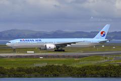 HL8209 B773 KOREAN NZAA (Sierra Delta Aviation) Tags: korean air boeing b773 auckland airport nzaa hl8209