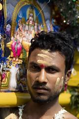concentré (Patrick Doreau) Tags: portrait asiatique asian birman myanmar birmanie bagan beauté beauty fête hindoue burma homme man couleurs colors thaipusam
