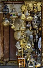Lamparas Bonzeadas (Neverlan) Tags: marrakech neverlan lampazas bronze bronce luz iluminación medida zoco mercado calle street photo marruecos morroco nikonz7
