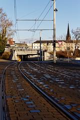Gera - Da lang! (birk.noack) Tags: deutschlandthüringengerastrasenbahngleisschienentheaterbahnhofbrückegermanythuringiatramtrackrailstheatertrainstationbridge deutschland thüringen gera strasenbahn gleis schienen theater bahnhof brücke germany thuringia tram track rails trainstation bridge