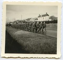 . (Kaïopai°) Tags: france occupation wwii ww2 wehrmacht besetzung marsch marschieren soldier uniform soldat soldaten old vintage