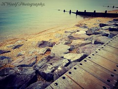 Textures by the Sea. (K1R57Y) Tags: lepecountrypark newforest hampshire southcoast southamptonwaters water sea ocean blue cold path beach january walk fresh calm peaceful stones rocks wood natural textures smartphonephotography huaweip20lite