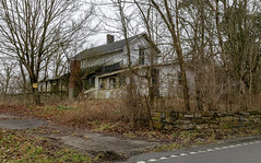 Abandoned House — Shakertown Vicinity, Mercer County, Kentucky (Pythaglio) Tags: house dwelling residence harrodsburg kentucky unitedstatesofamerica us historic twostory balloonframe woodsiding abandoned vacant altered addition trees road driveway mercercounty