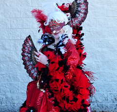 Lady in Red at the Animatic Con (sharon'soutlook) Tags: lady female red fans mask reddress animaticcon cincinnati 2019 portrait costume boa feathers outdoors