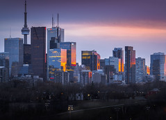 Hey Sunshine! We've been waiting for you :D (ravi_pardesi) Tags: toronto torontoexplore blogto narcity canada ontario spring sunshine sunset evening dawn dayshot outdoor cn tower skyline architecture northamerica