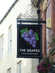 Pub Sign - The Grapes, Hexham 181009 (maljoe) Tags: pubsigns pubsign publichouse pub pubs inn inns tavern taverns