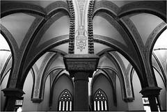 Palacio de Gaudí en Astorga (robertrutxu) Tags: gaudí astorga palacio león arcos bw