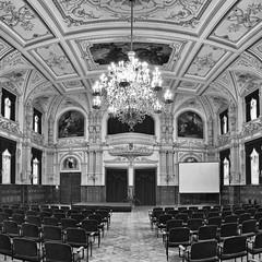 Castle hall at Schloss Oldenburg (ChristianMandel) Tags: castlehall schlossoldenburg oldenburg norddeutschland ilce7iii sonya7iii voigtländer15mmf45iii monochrome blackandwhite bw hugin panorama