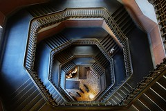 Stiegenhaus Altbau Philadelphia (HerrWick) Tags: dsc01569a stiegenhaus stiegen treppe treppenhaus stairway philly philadelphia cityhall townhall stairs staircase