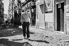 Lissabon Gente de Lisboa 67 bw (rainerneumann831) Tags: bw blackwhite street streetscene ©rainerneumann urban monochrome candid city streetphotography blackandwhite mann lisboa lissabon gentedelisboa