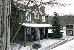 Closed Beflountain Inn (Bill Smith1) Tags: agfavista200 believeinfilm billsmithsphotography caledon2019 heyfsc nikonfm nikkorais24f28lens