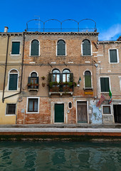 Old house on the canal, Veneto, Venice, Italia (Eric Lafforgue) Tags: ancienthistory architecture buildingexterior canal city cityscape colourimage copyspace day europe europeanculture famousplace history internationallandmark italia italianculture italy mediterraneanculture nopeople outdoors photography tourism town travel traveldestinations unesco unescoworldheritagesite venetianlagoon veneto venice veniceitaly venise132 vertical water westerneurope windows it