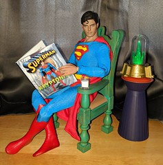You can learn a lot from a book. (Pablo Pacheco 85) Tags: superman christopherreeves hottoys megaminikits kryptonite