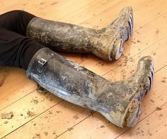 Cleaner required. Apply within. (essex_mud_explorer) Tags: navy hunter rubber wellington boots wellingtonboots rubberboots hunterboots hunterwellingtonboots hunterwellies wellies wellingtons welly gumboots gummistiefel rainboots rubberlaarzen bottes stivali caoutchouc mud muddy muddyboots muddywellies madeinscotland vintage