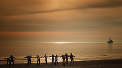 Morning exercise on the beach (Ostseeleuchte) Tags: frühsportamstrand morningexerciseonthebeach 11ladieshavefun ostsee haffkrug balticsea morninglight morgenlicht