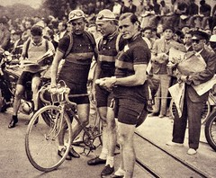 1938 TDF Belgians at the start in Royan (Sallanches 1964) Tags: tourdefrance 1938 miroirdessports lagrandeboucle sylvèremaes félicienvervaecke tourdefrancewinners othertimescycling roadcycling