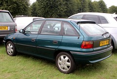 P926 TBH (Nivek.Old.Gold) Tags: 1997 vauxhall astra 16 16v arctic auto 5door