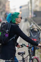 L'Intrusa (Atto 2) (Gian Floridia) Tags: martesana milanesi milano naviglio walkiria bici biker calmatevi ciclista fretta furia galateo intrusa intrusione invasione nevalelapena nevrosi posteggio rallentate riflessione riflettete streetphotography variopinta