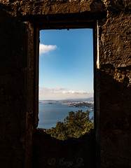 Frame the Mediteranean sea, Carqueiranne, 17 Février 2019. (Enzo R.) Tags: frame composition sea mer blue bleu window sky ciel nature méditerranée mediteranean water eau landscape paysage nikon tamron toulon provence france carqueiranne var french riviera rectangle view vue