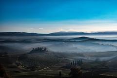 senza titolo. (Enzo Ghignoni) Tags: nebbia cielo nuvole campi colline case tuscany