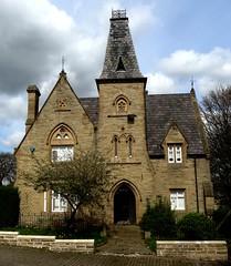 [72935] Batley Cemetery Lodge (Budby) Tags: batley westyorkshire kirklees cemetery lodge gatehouse victorian