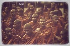 Cambogia - Sguardi e preghiere. (iw2ijz) Tags: orange arancione persone person people sguardo preghiera reflex nikon d500 cambodia cambogia monaci monks