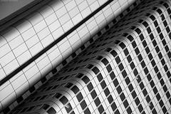 Frankfurt 6/66324 (KnutAusKassel) Tags: bw black white blackwhite nb noir blanc monochrome schwarz weiss noire blanco negro grey gray grau einfarbig fine art architektur architecture building gebäude geometrisch himmel