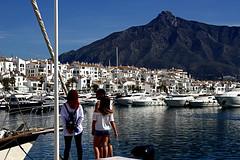 Sierra Blanca (camus agp) Tags: puertos mar montañas arquitectura barcos marbella españa blanco