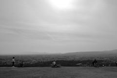 dozy haze (ababhastopographer) Tags: 大気 atmosphere nara wakakusayama spring dozy haze basin pediment hill sky cloud contrail 奈良 若草山 早春 春霞 盆地 緩斜面 丘 空 雲 飛行機雲 skyline 稜線