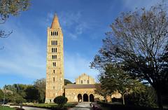 L'abbazia di Pomposa - Pomposa Abbey (Roberto Marinoni) Tags: pomposa abbazia abbey abbaziadipomposa ferrara codigoro emiliaromagna campanile belltower