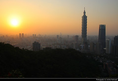 View from Xiangshan at Sunset, Taipei, Taiwan (JH_1982) Tags: xiangshan elephant mountain 象山 hiking trail view skyline cityscape city urban xinyi 台北101 台北 taipei world financial center twfc t101 тайбэй 101타이베이 skyscrapers highrises buildings sky evening sun glow sunset ocaso sonnenuntergang coucherdesoleil pôrdosol tramonto закат zonsondergang zachódsłońca solnedgång solnedgang auringonlasku apus залез matahariterbenam 日落 日没 غروب light yellow licht abend dusk silhouette silhouettes taipeh 臺北市 taipéi taipé 台北市 타이베이 시 تايبيه táiwān taiwan roc 臺灣 台灣 中華民國 中華民国 중화민국 китайская республика