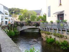 Pont-Aven (Traveling with Simone) Tags: pontaven brittany bretagne france cornouaille finistère aven maisons pont fleurs flowers bridge river rivière