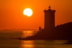 Eclipse partielle (Faouic) Tags: france bretagne finistère leconquet phare eclipse soleil coucherdesoleil