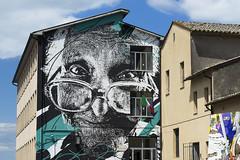 la maestra (Paolo Dell'Angelo (JourneyToItaly)) Tags: murale acquapendente provinciadiviterbo lazio italia edificioscolastico italy lamaestra danieleime streetart