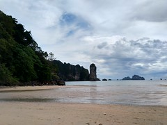 Ao Nang Beach, Krabi (Thailand) (Loeffle) Tags: 112018 thailand krabi aonang beach strand andamansea andamanensee