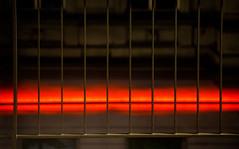 20190317-076 (sulamith.sallmann) Tags: architektur abstrakt berlin deutschland drahtzaun europa friedrichshainkreuzberg gitter gitterzaun kreuzberg licht minimal nacht nachtaufnahme nachts nightshot orangerot zaun zweifarbig sulamithsallmann